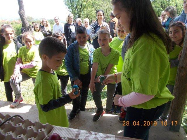 У црквишту Цара Костантина, у насељу Банковац, одржана четврта туцијада ускршњих јаја
