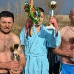 Традиционално пливање за богојављански крст на Јужној Морави код Катуна