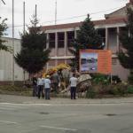 Почело рашчишћавање жардињера и споменика испред некадашњег Дома армије