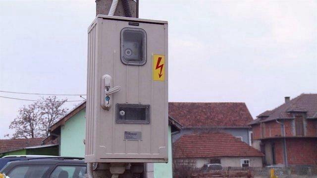 Nema brojila za struju, niti potrošnje, ali Petrovićima  računi uredno stižu