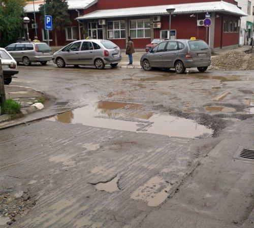 Asfaltiranje centralnih ulica: Zašto u maju kad može u martu