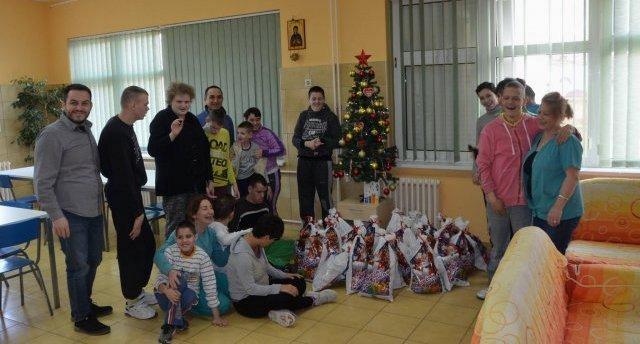 """Подељени пакетићи деци из Установе """"Христина Маркишић"""""""