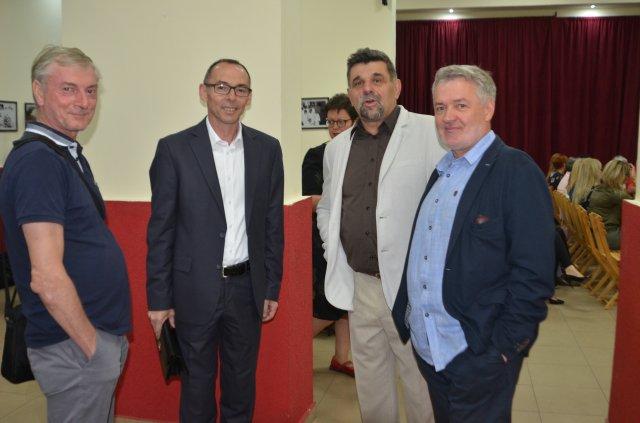Пред промоцију књиге о алексиначком здравству др Горан Видић, са колегама и Драган Јовановић, СО Алексинац