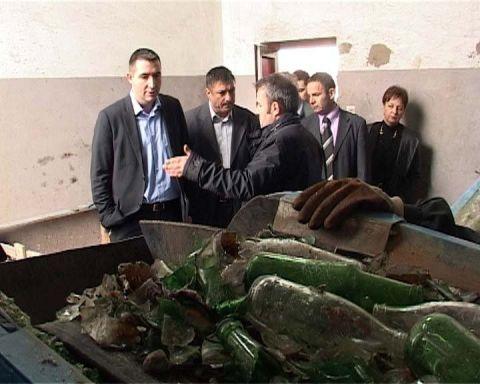 Министар Дулић у посети фабрици у Грејачу