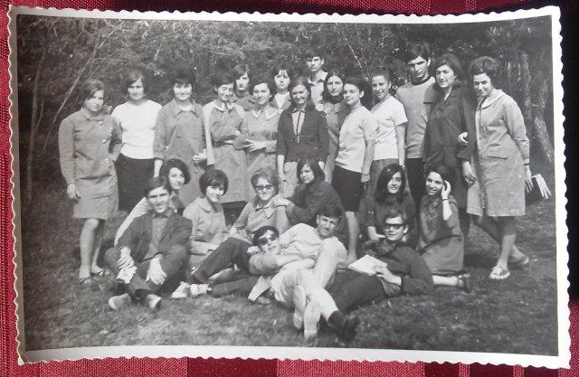 Матуранти Алексиначке гимназије 50 година после матуре
