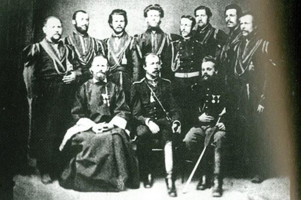 Главни штаб српске војске 1976. у Алексинцу, генерал Черњајев седи у средини, а пуковник Рајевски стоји трећи с лева