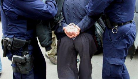 Напали трудницу и полицајца