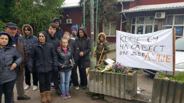 Огорчени мештани протестују након погибије мајке и сина код Алексинца Фото Д. Алихоџић