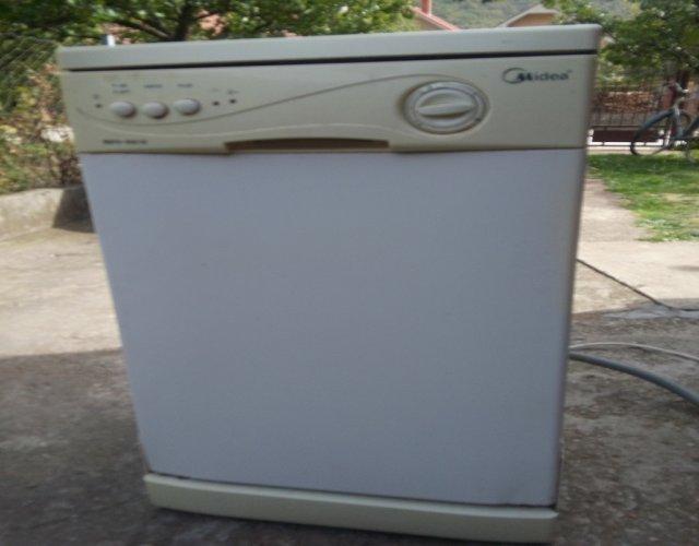 Продајем машину за судове