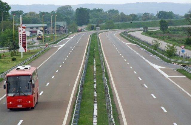 Саобраћајна незгода на ауто-путу, повређене четири особе