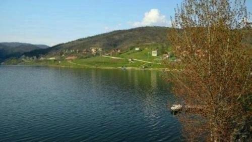 Волонтери сређивали Бованско језеро