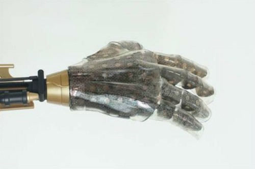 Нова флексибилна вештачка кожа може осетити притисак, температуру и влажност