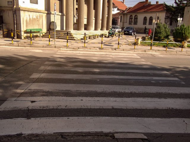 Ispred škole Ljupče Nikolić sada samo jedan pešački prelaz