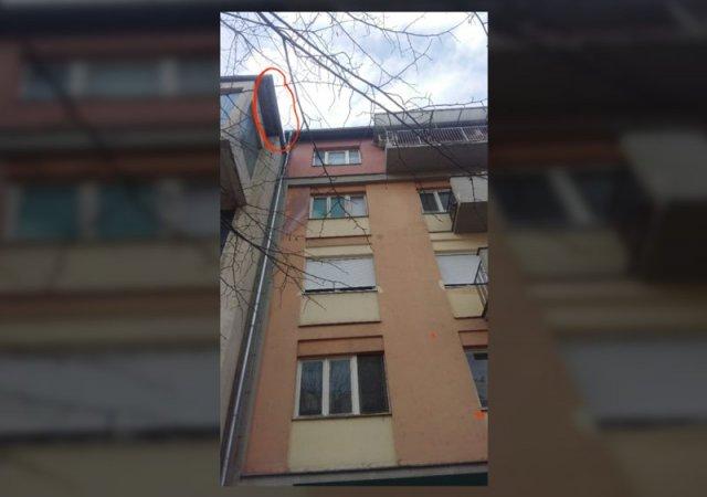 Мачка заглављена на крову већ десет дана, надлежни не желе да помогну