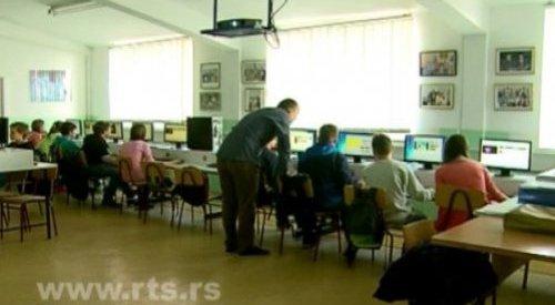 РТС: Познавање информатике велика предност (видео)