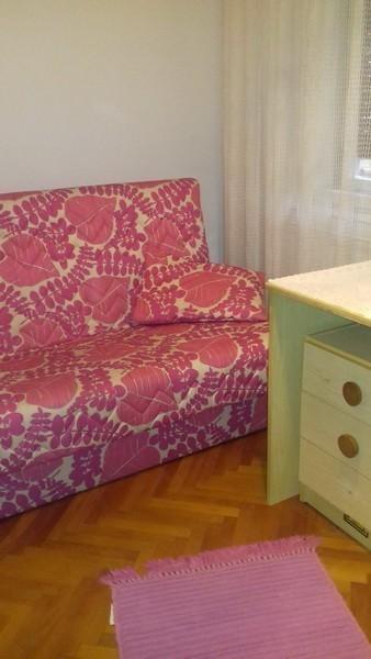 IZDAJEM nameštene sobe u stanu u Nišu za studente
