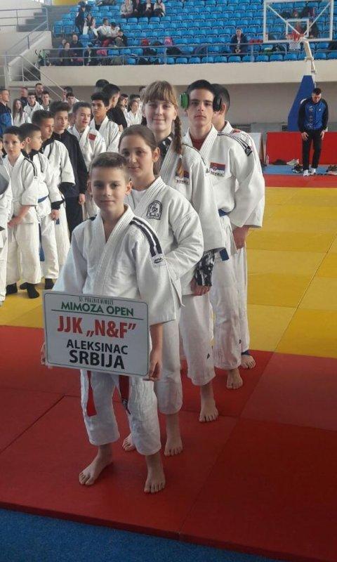 Pet medalja za džiu džicu klub NiF u Crnoj Gori