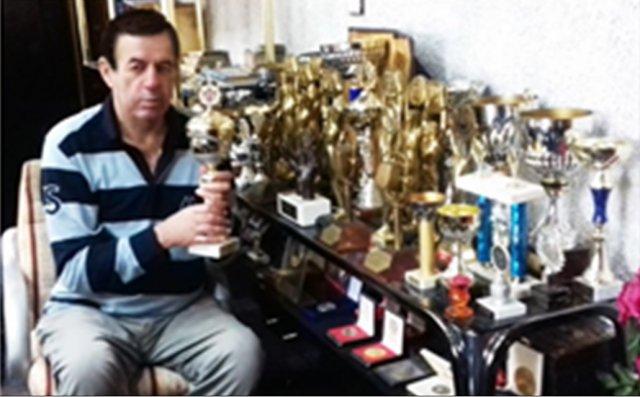 Проф. др Раде Биочанин види себе у гомили вредних признања