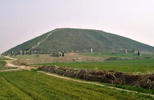 Бела пирамида - готово двапут већа од Кеопсове