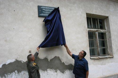 Генерал Милосав Симовић и председник Ненад Станковић откривају плочу