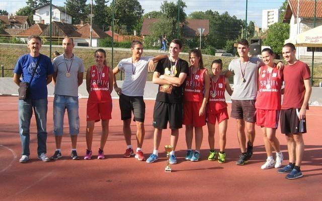 pobednici u basketu i krosu MZ Vakup, lane u Valjevu