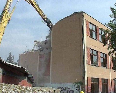 Почело рушење новијег блока школе