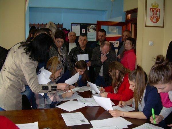 Јавнобележничка служба у Алексинцу обара рекорде: За пет сати прикупљено преко 500 потписа