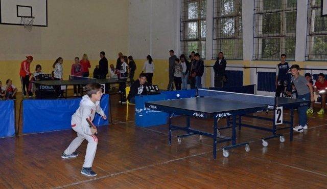 Општинско такмичење у стоном тенису за основне и средње школе
