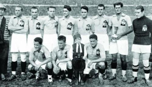 Југосовенска репрезентација  у уругвају Михајловиц први здесна у горњем реду