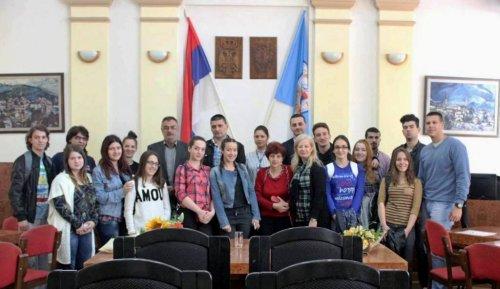 Ученици Алексиначке гимназије у посети општинској управи