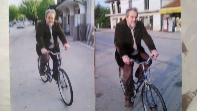 Професор Марковић на избегличкој бицикли