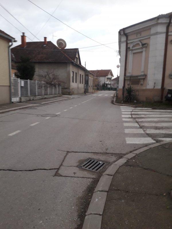 Још увек није почела санација рупа у Таушановићевој улици