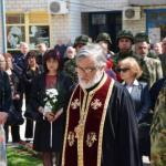 Položeni venci i cveće na spomen-obeležje žrtvama NATO bombardovanja.