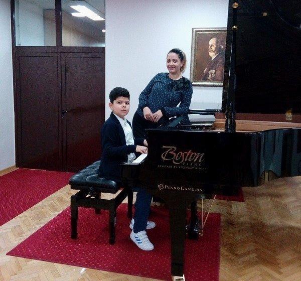 Desetogodišnji pijanista iz Aleksinca osvaja nagrade