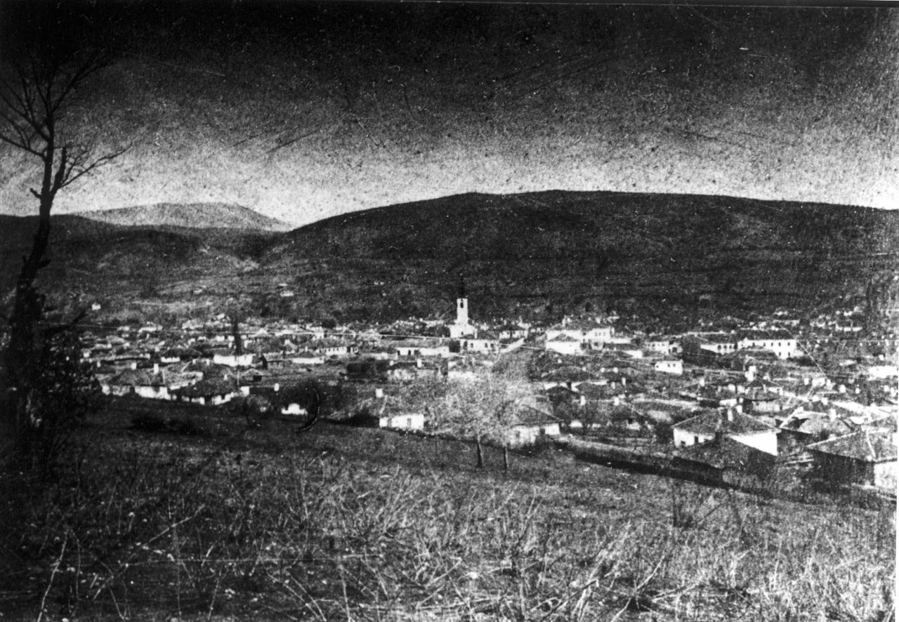 Северни део Алексинца са црквом и кућом татар Ристе Прендића испред ње у којој је био Главни штаб српске војске.