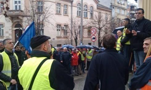 Радници Бетоњерке настављају протест - сутра блокада аутопута
