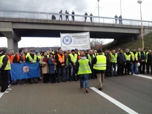 Радници блокирали Аутопут