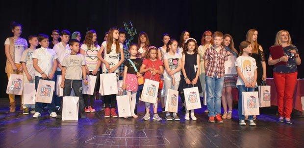 Mališani koji su nagrađeni na književnoj smotri - CKU Aleksinac