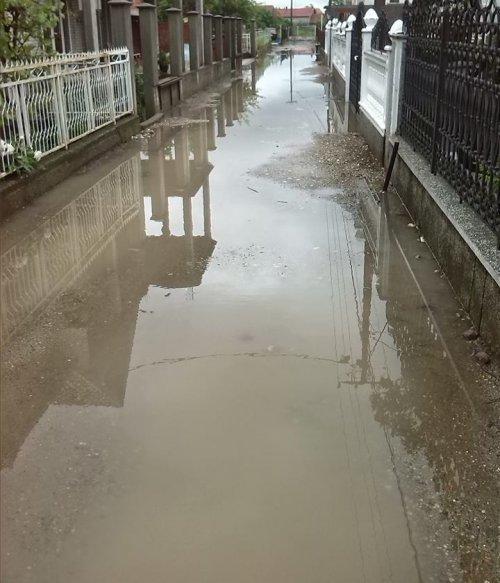 """Првомајска улица, """"рибњак"""" у доба кише"""