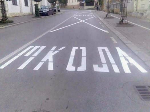 Неписменост на асфалту - хит на друштвеним мрежама