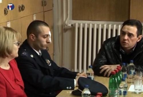 Министар Вулин са повређеном радницом и полицајцем