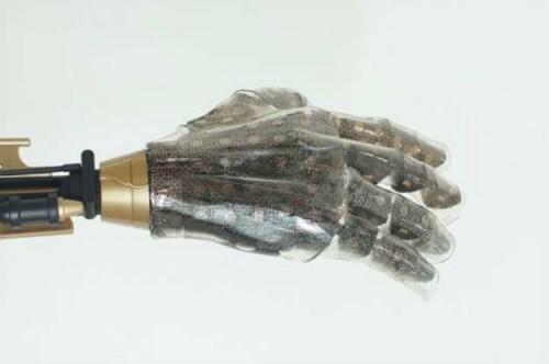 Nova fleksibilna veštačka koža može osetiti pritisak, temperaturu i vlažnost