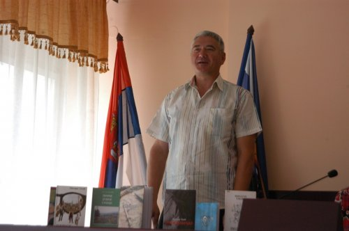 Književnik Miodrag Tasić predstavljen ražanjskoj čitalačkoj javnosti