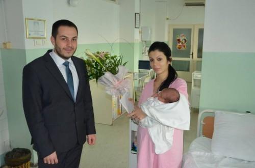Посета прворођеној беби