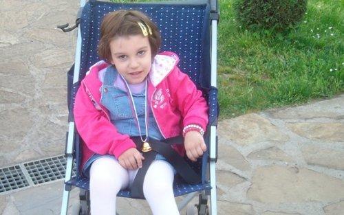 Да Дина проговори и прохода: За лечење потребно 900.000 динара