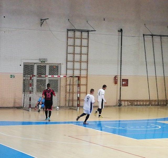 Стефан Ђурић постиже погодан из казненог ударца