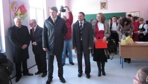 Министар Обрадовић отворио реновирану школу у Бобовишту