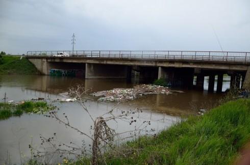Набујале реке у Алексинцу под контролом. Критично у Мозгову. Расте Јужна Морава у Витковцу и Доњем Љубешу