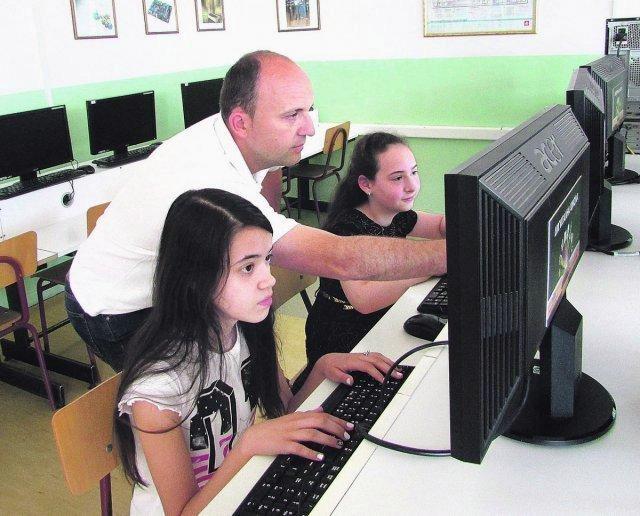 Наставник Милан са Аницом и Теом