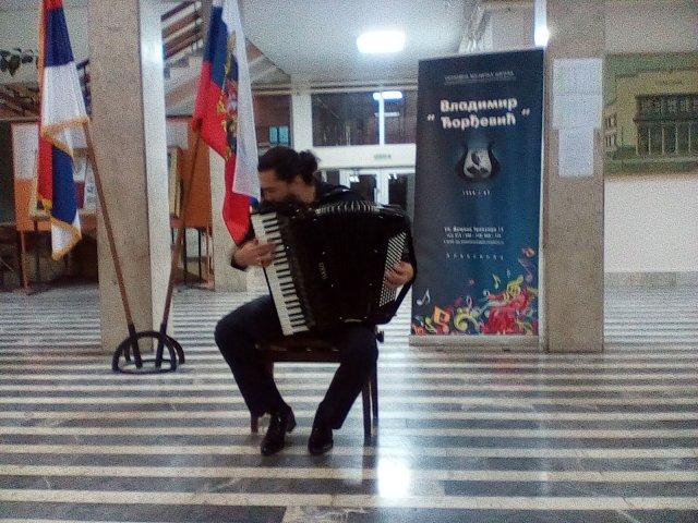 Nikita Vlasov, mladi ruski muzičar na harmonici, održao koncert u Aleksincu